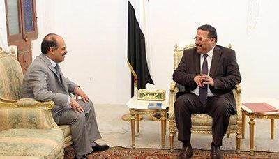 نائب رئيس المجلس السياسي الاعلى يلتقي وزير النقل