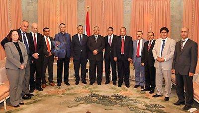 رئيس الوزراء يستقبل المبعوث الأممي إلى اليمن