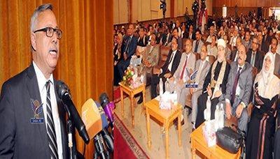 رئيس الوزراء يحضر الحفل الخطابي والفني بمناسبة العيد الوطني الـ27 للجمهورية اليمنية