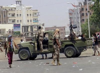 عدن: الأباتشي تقصف المدنيين.. ومواجهات مسلحة في صفوف المرتزقة