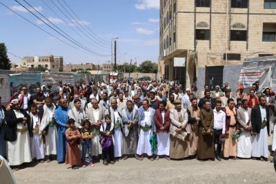 موظفو شركة النفط يواصلون وقفاتهم الاحتجاجية أمام مكتب الأمم المتحدة بصنعاء