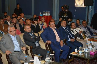 في حفل اقامه بنك اليمن الدولي لتقديمه 40 منحة دراسية