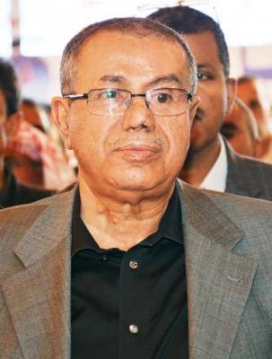 رئيس المؤتمر يعزي أحمد العشاري بوفاة شقيقه