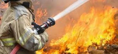 إخماد حريق في شارع النصر بأمانة العاصمة