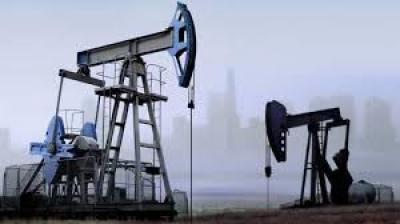النفط يعاود هبوطه للمنطقة الحمراء بعد موجة صعود